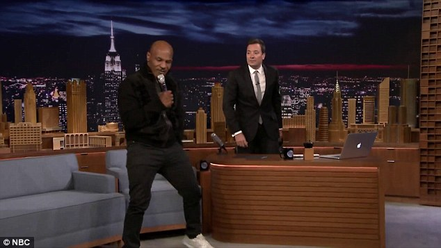 Photo of Mike Tyson brings Drake meme to real life on 'The Tonight Show'