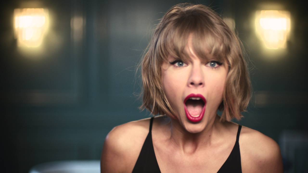 Photo of Watch: Taylor Swift sing along to Jimmy Eat World in new Apple Music ad