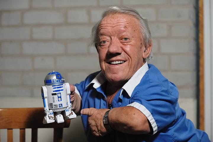 "Photo of Kenny Baker: ""Star Wars"" R2-D2 actor dies at age 81"
