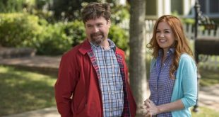 zach-galifianakis-and-isla-fisher-in-keeping-up-with-the-joneses