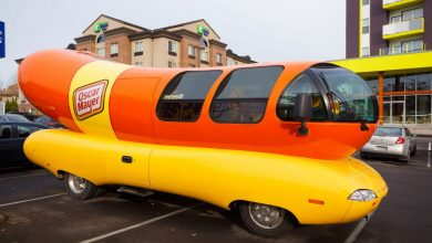 Photo of Oscar Mayer looking to hire hot dog lovers to drive the Wienermobile
