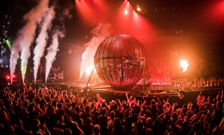 Photo of Chainsmokers and 5 Seconds of Summer put on sizzling show at Talking Stick Resort Arena