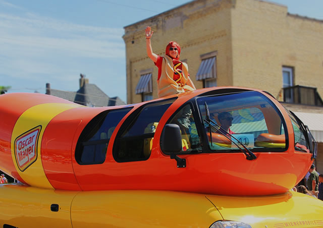 "Photo of Weinermobile gets pulled over in Wisconsin for breaking the law and fans ""relish"" in the jokes on social media"